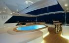 tatiana_piscine-sur-yacht-luxueux-360-luxuryservices